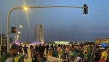 Manifestantes pró-Bolsonaro pedem prisão de ministros do STF