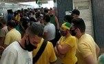 Manifestantes na estação Águas Claras do Metrô-DF, a caminho da Esplanada dos Ministérios