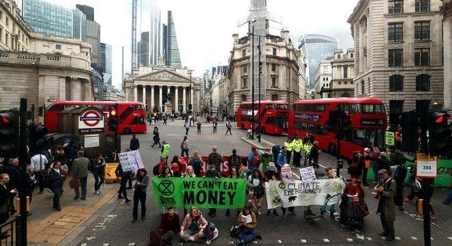 XR faz o terceiro grande protesto em Londres; em abril, pararam o trânsito em diversas partes da região central da capital britânica