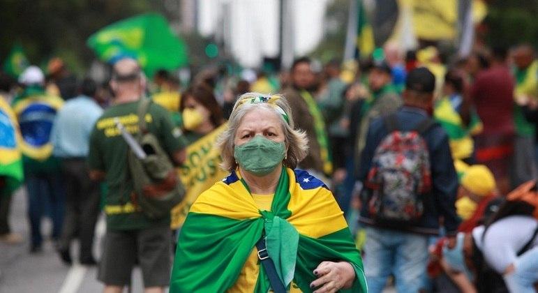 Manifestantes começam a chegar na avenida Paulista para ato pró-Bolsonaro
