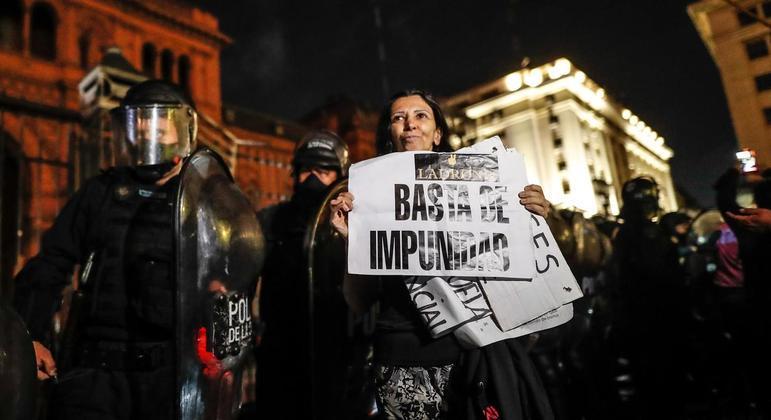 Manifestantes protestam contra restrições de circulação na Argentina