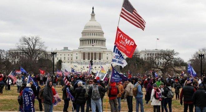 Milhares de pessoas se reuniram em Washington, inclusive com a presença de Trump mais cedo para contestar resultado da eleição de novembro