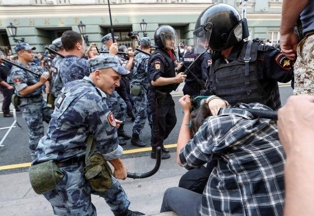 Resultado de imagem para Polícia russa detém 300 pessoas em protestos contra nova previdência