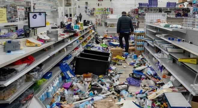 Manifestantes saquearam diversos comércios durante a onda de protestos