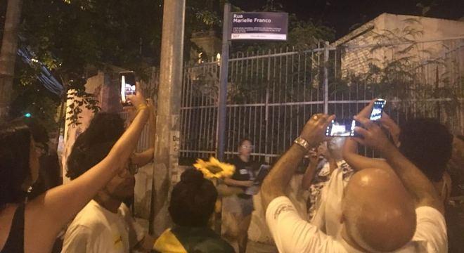 Rua onde Marielle foi morta teve placa trocada durante manifestação