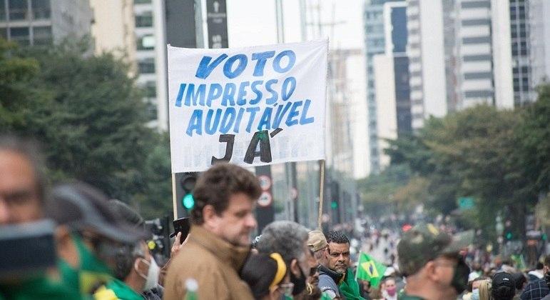 Avenida Paulista é palco de manifestação a favor do voto impresso neste domingo (1º)