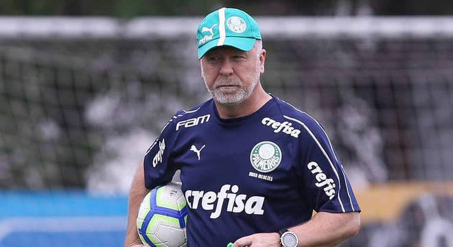Mano Menezes, então, ainda nos seus dias tensos de Palmeiras