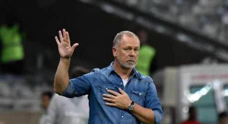 Mano abatido. Fracasso no final do trabalho no Cruzeiro. Encaminhou rebaixamento