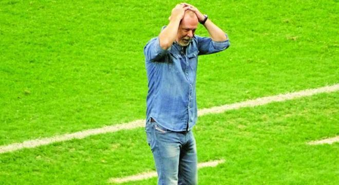 Mano Menezes. Nenhum título internacional ou Brasileiro em 22 anos