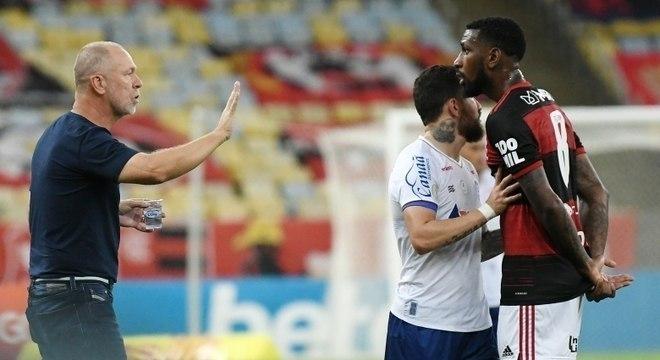 Flamengo vai ao STJD contra ato de Ramírez. E contra Mano, por chamar de 'malandragem'