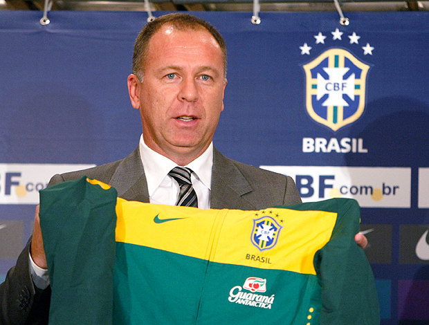 A assustadora decadência de Mano Menezes. Há dez anos comandava a Seleção