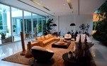 A mansão de Xuxa tem mais de 2,6 mil metros quadrados, com direito a 5 quartos, 14 banheiros, cinema, estúdio de gravação, lavabo, elevador, entre outros cômodos
