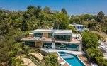 O piloto de Fórmula 1 Daniel Riccardo, da McLaren, é donode uma linda mansão em Beverly Hills, na Califórnia, avaliada em cerca de R$ 75milhões. Veja fotos dos cômodos do casarão