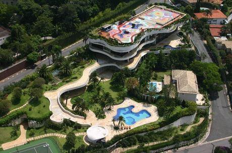 Mansão no Morumbi tem 7.800 m² de área construída
