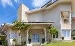 A fachada conta com elementos clássicos da construção civil