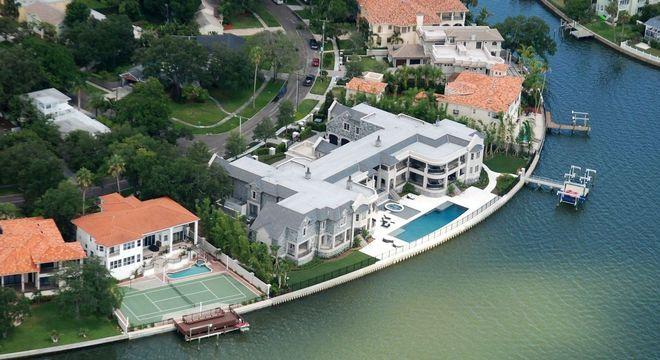 A mansão que Brady alugou de Jeter