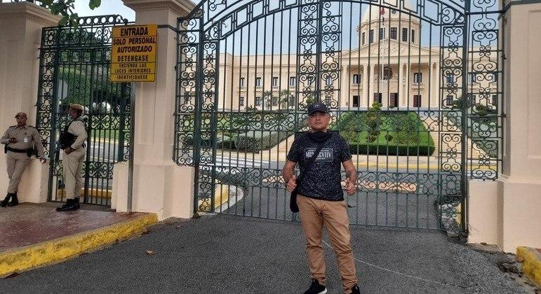 Grosso Guarín tirou fotos em pontos turísticos da capital dominicana no início de junho