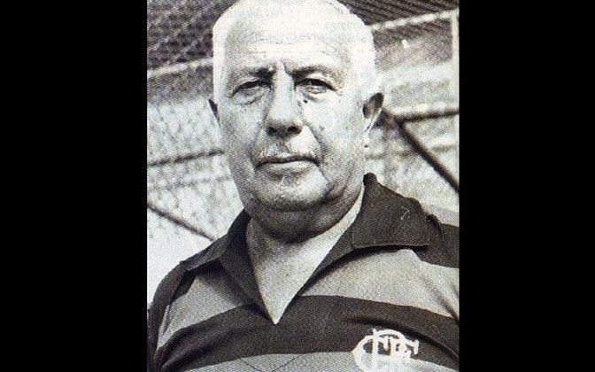 MANUEL FLEITAS SOLICH Paraguai – Treinador  Fleitas Solich dedicou 53 anos ao futebol profissional, como jogador e depois como treinador. É de longe o estrangeiro que comandou o Flamengo por mais tempo. Foram 504 jogos ao longo de quatro passagens pela Gávea. A primeira foi no tricampeonato de 53,54 e 55. A última em 1971, quando encerrou a carreira.