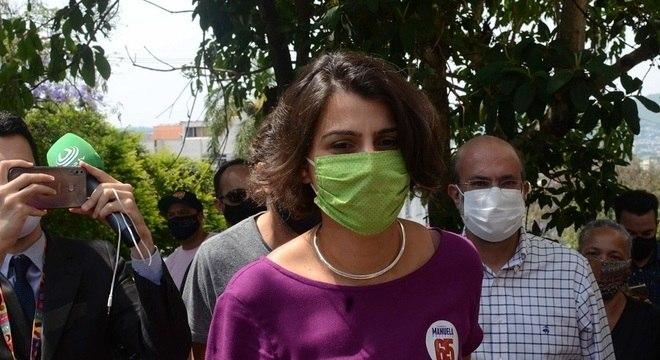 Manuela D'Ávila (PCdoB) disputa segundo turno com Sebastião Melo (MDB)