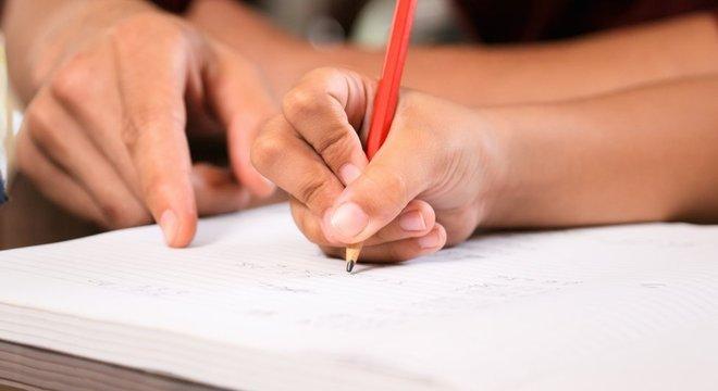 Questões pessoais, religiosas e insatisfação com a qualidade do ensino são algumas das motivações que levam à escolha pelo ensino domiciliar