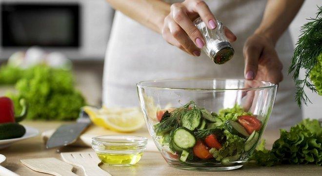 Consumo excessivo de sal está associado à hipertensão