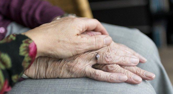 Preocupados, idosos procuram cartórios para registrar testamentos no PR