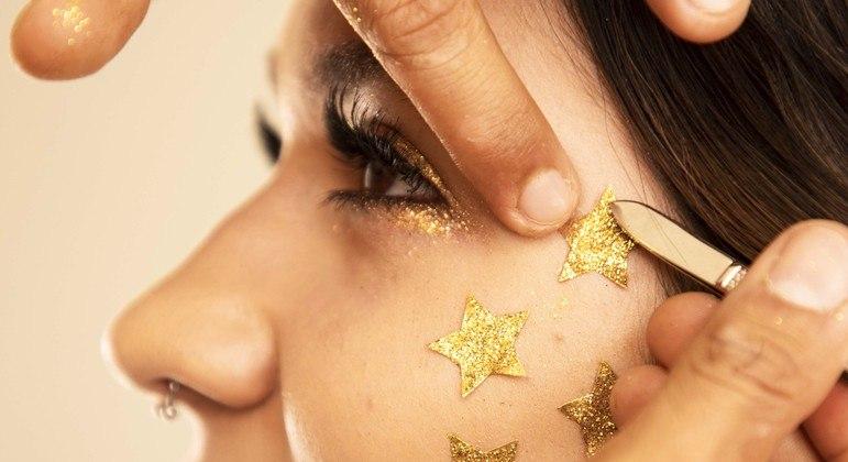Além de mexer com a autoestima, a maquiagem pode mudar nosso humor