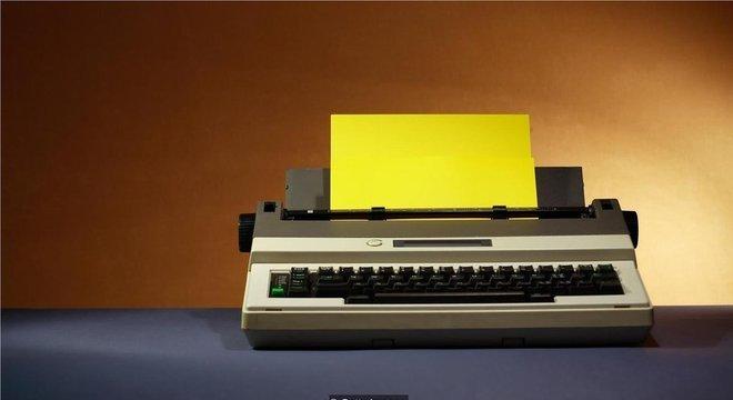 Funcionários de escritório recuperaram máquinas de escrever