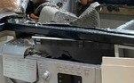 Ela afirma que o problema que gerou a explosão provavelmente foi no tambor do aparelho e agradece por nem ela e nem o marido Mark estarem próximos do aparelho no momento da explosãoVALE SEU CLIQUE:Jovem aproveita barganha e compra iPhone, mas recebe réplica gigante