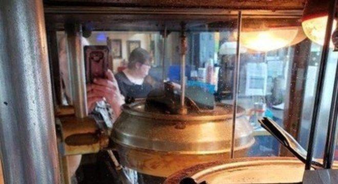 Máquina de pipoca de 1948 produziu pipoca para delivery enquanto o cinema esteve fechado