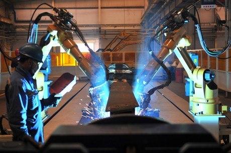 Produção industrial cresce em 12 de 15 locais