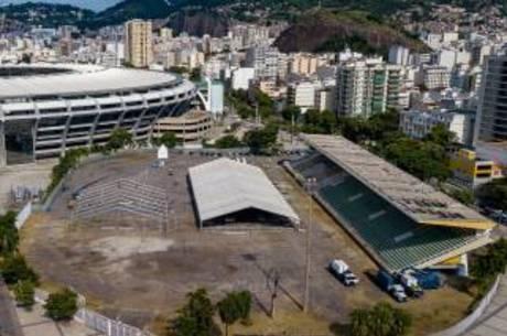 Hospital de campanha ao lado do Maracanã