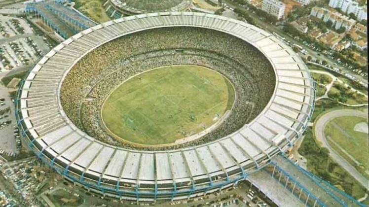 Maracanã (RJ): sediou três edições de Copa América. Em 1979, a competição não tinha uma sede fixa. Foram dois jogos da Seleção Brasileira no Rio de Janeiro: triunfo sobre a Argentina por 2 a 1 na fase de grupos e empate com o Paraguai que acabou eliminando a Amarelinha do torneio. Na edição de 1983, apenas o empate por 0 a 0 entre Brasil e Argentina foi realizado no Maracanã. Já em 1989, toda a fase final da Copa aconteceu no 'Maraca' e foi ali que a Seleção conquistou o seu quarto título do torneio.