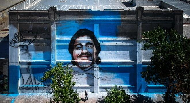 Mural feito em homenagem para Maradona, em Buenos Aires