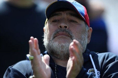 Maradona decidiu se isolar após ter um de seus seguranças exibir sintomas da covid-19