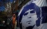 Maradona sempre foi um mestre na arte de driblar. Driblou a pobreza de Vila Fioritto, fez trombar todo o time da Inglaterra enquanto driblava críticos, em direção ao gol, na Copa de 86. Deu dribles seguidos nos arroubos de superioridade do Norte da Itália ao levar o modesto Napoli para a glóriaVeja também:Maradona: cirurgia para retirar coágulo do cérebro é realizada com sucesso