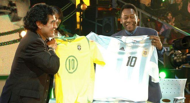 """Maradona sobre a diferença com o brasileiro: """"Pelé pensa nele. Eu penso no mundo"""""""