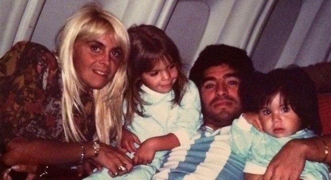 Maradona. Família desfeita. Três, ou cinco filhos, fora do casamento
