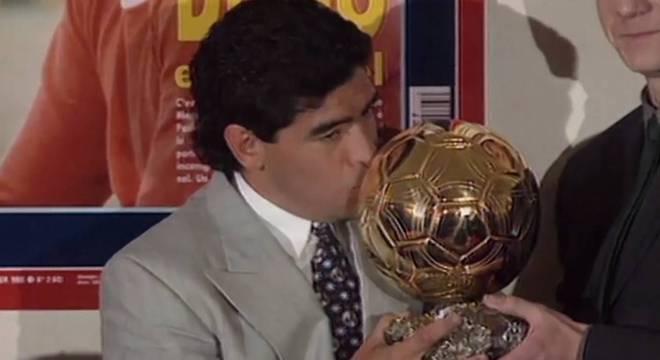 Câmera Record faz homenagem ao ídolo Maradona e discute o uso de droga no esporte