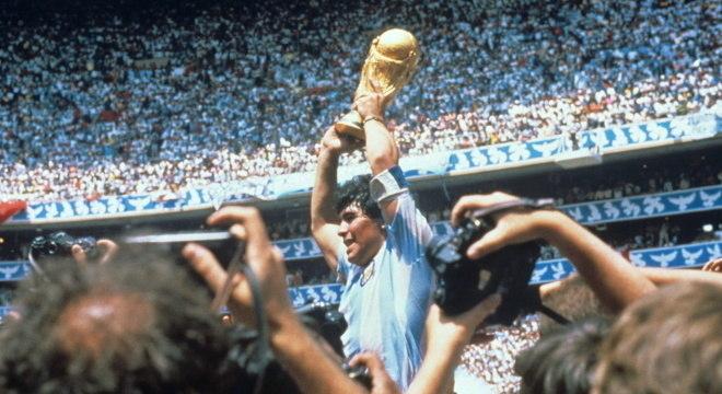Com a Copa do Mundo nas mãos, Maradona desafiou a Fifa e os poderosos