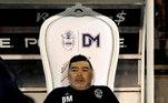 No dia 29 de março de 2010, uma mordida da cadela Bella, de sua ex-mulher Verônica Ojeda, levou novamente Maradona a uma sala de cirurgia, por causa de um corte profundo. Na ocasião, ele treinava a seleção da Argentina que disputaria a Copa do Mundo de 2010. Operado no Sanatorio de los Arcos, ele se recuperou bem e atuou normalmente no Mundial, quando sua seleção acabou eliminada nas quartas de final