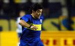 Maradona nasceu em Villa Fiorito, nos arredores de Buenos Aires. Ele é um jogador de futebol incomparável, insuperável, indescritível em campo, embora com uma história bem diferente fora dos gramados. Nesses 60 anos, o 'Pibe de Oro', como é chamado, tocou o mais alto e rastejou pelo submundo