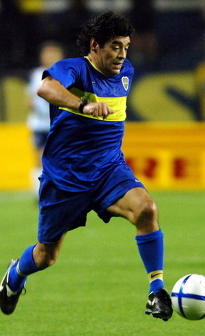 Maradona encerrou a carreira no Boca