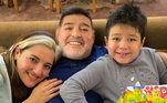 """Apesardas diferenças com as filhas, Maradona queria esquecer o passado com as drogas. """"Aos meninos eu digo não às drogas, não. Vocênão participa da sociedade, não tem participação com a família,aprendi isso com a minha mãe, porque não sou rude, sou mal instruído. Quando usei cocaína, eu não tinha nada, era um zumbi. Não tente"""