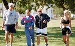 No começo dos anos 2000, travou uma grande batalha contra o vício em cocaína e álcool. Maradona se internou diversas vezes em clínicas de reabilitação em Cuba e Argentina