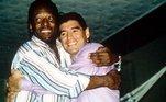 O Santos publicou uma foto de Pelé e Maradona com a legenda: