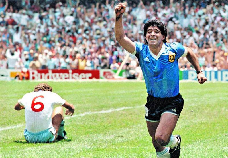 Maradona afirma ter sido abduzido por OVNI 'durante três dias' - Fotos - R7  Hora 7