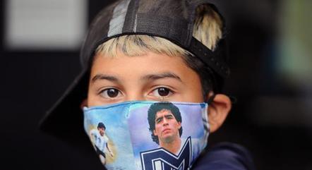 Maradona se equilibrava no futebol