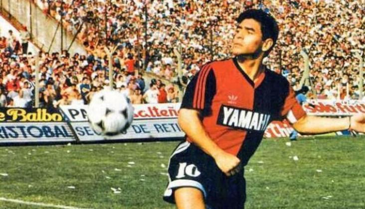 Maradona deixou o Sevilla em 1993 e fechou com o Newells' Old Boys, onde atuou até 1994