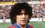 Considerado por muitos o melhor jogador da história do futebol, Maradona é canhoto. A perna esquerda do argentino era um pesadelo para as defesas. Maior ídolo na Albiceleste, devido à da conquista da Copa de 1986